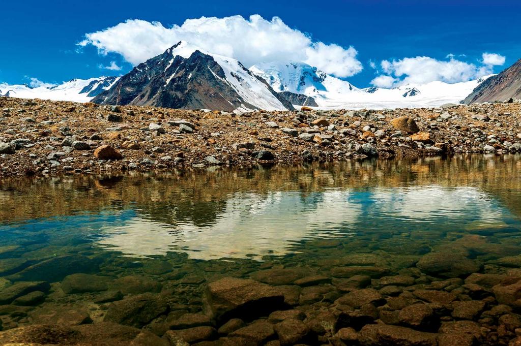 GER to GER GEOtourism Mongolia - Tavan Bogd Peak